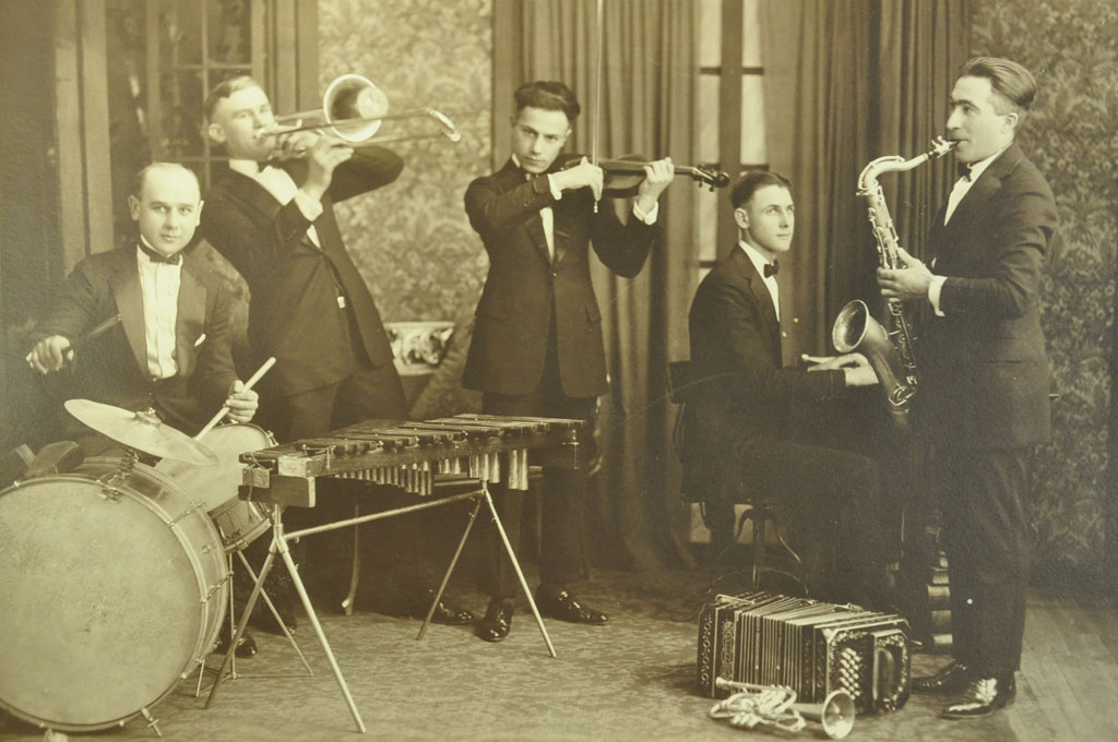 In the early '20s, Revelli played violin in dance bands through Illinois, including the Barney Faletti Orchestra.