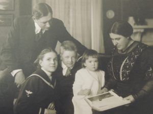 Marion and Nina Burton in 1914 with their three children, from left: Theodosia, Paul and Jane.