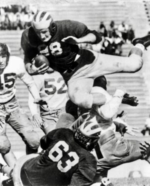 Harmon plunges into the end zone against the Cal Bears in 1940.